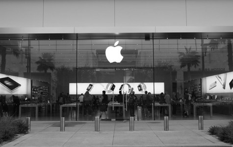 Many people are in the Apple store in Downtown Summerlin. IOS9 released new improvements but, also with some bugs that need to be fixed although, most users with the new update have had very minor issues